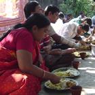 Repas dans une communauté en Inde