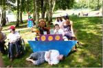 Archie essaye aussi le bateau avec  Christine.C, Anne, Marlène et Bertrand