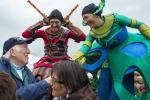Des elfes venus animer la fête foraine redonnent à chacun une âme d'enfant.  ©Kaye Brimacombe
