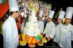 Le gâteau et la délégation de l'Ecole Ferrandi