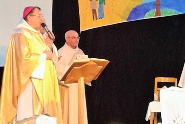 Mgr Le Saux célèbre la messe pour les deux communautés