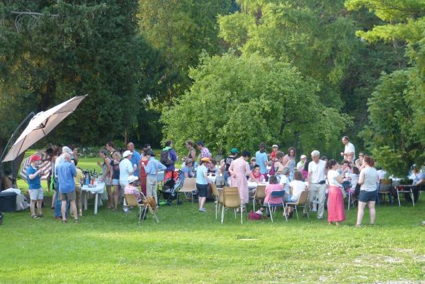 Banquet festif dans le foyer de la Promesse à Pierrefonds
