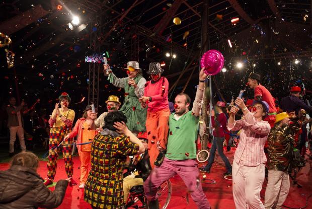 Ambiance survoltée avec la troupe de cirque de L'Arche à Beauvais.   ©Kayte Brimacombe