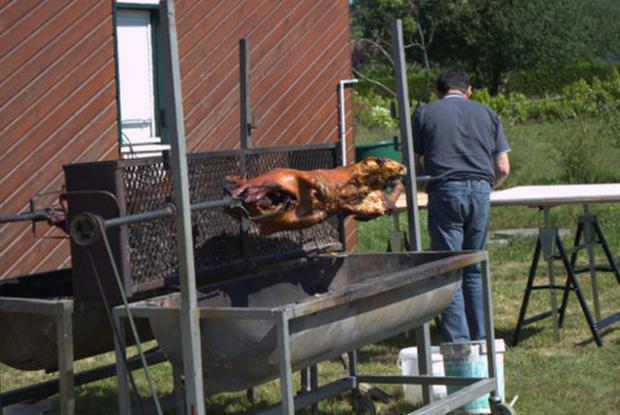 L'un des deux cochons grillés
