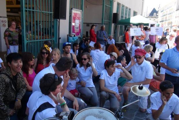 Lancement du flashmob devant la halle du Bouligrin