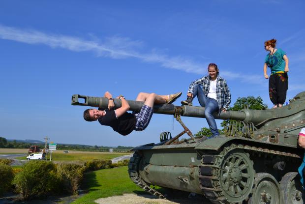 Sur un char d'assaut le long du chemin des dames