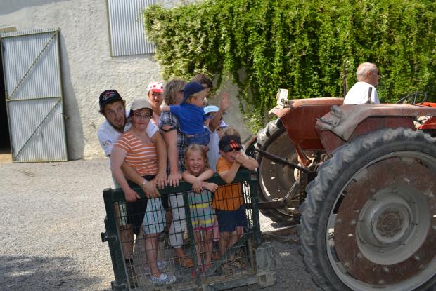 Un tour de tracteur à la ferme de Concevreu
