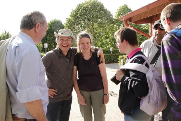 A Taizé Pascal et Gauthier sont accueillis par une ancienne assistante de Trosly, Clare, aujourd'hui installée à Taizé