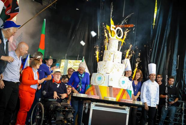 Arrivée du gâteau de l'Ecole Ferrandi