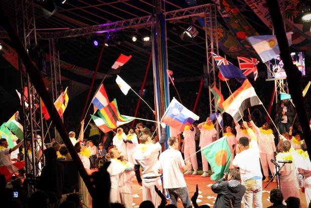 Les 39 drapeaux des pays où L'Arche est présente aujourd'hui. ©Charlotte Dubois