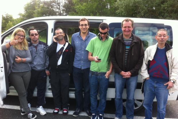 La délégation marche sur les routes de Provence