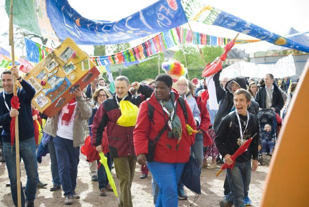 L'Arche La Merci débute la Grande Parade des 50 ans ©Ellen Teurlings